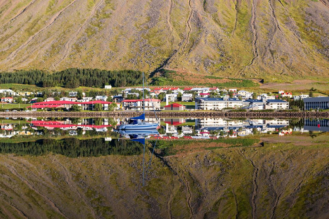 Ísafjörður morning reflections