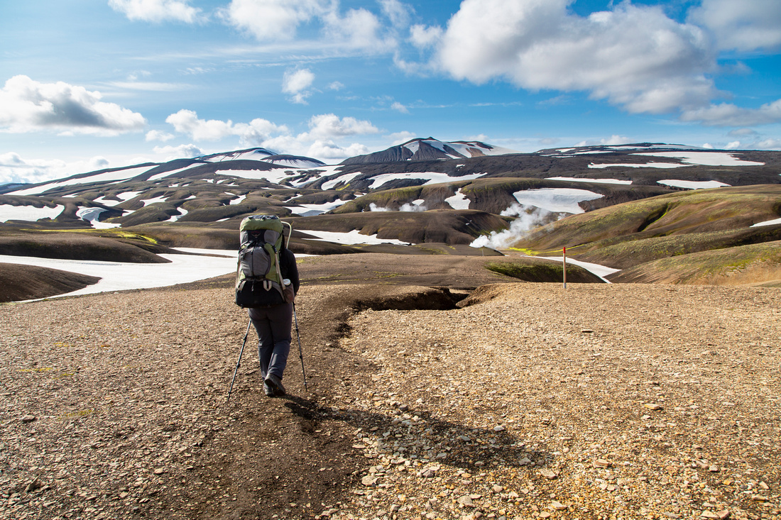 Corrie hikes the trail to Hrafntinnusker