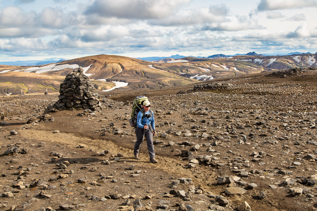 Corrie hikes the trail to Hrafntinnusker (3)