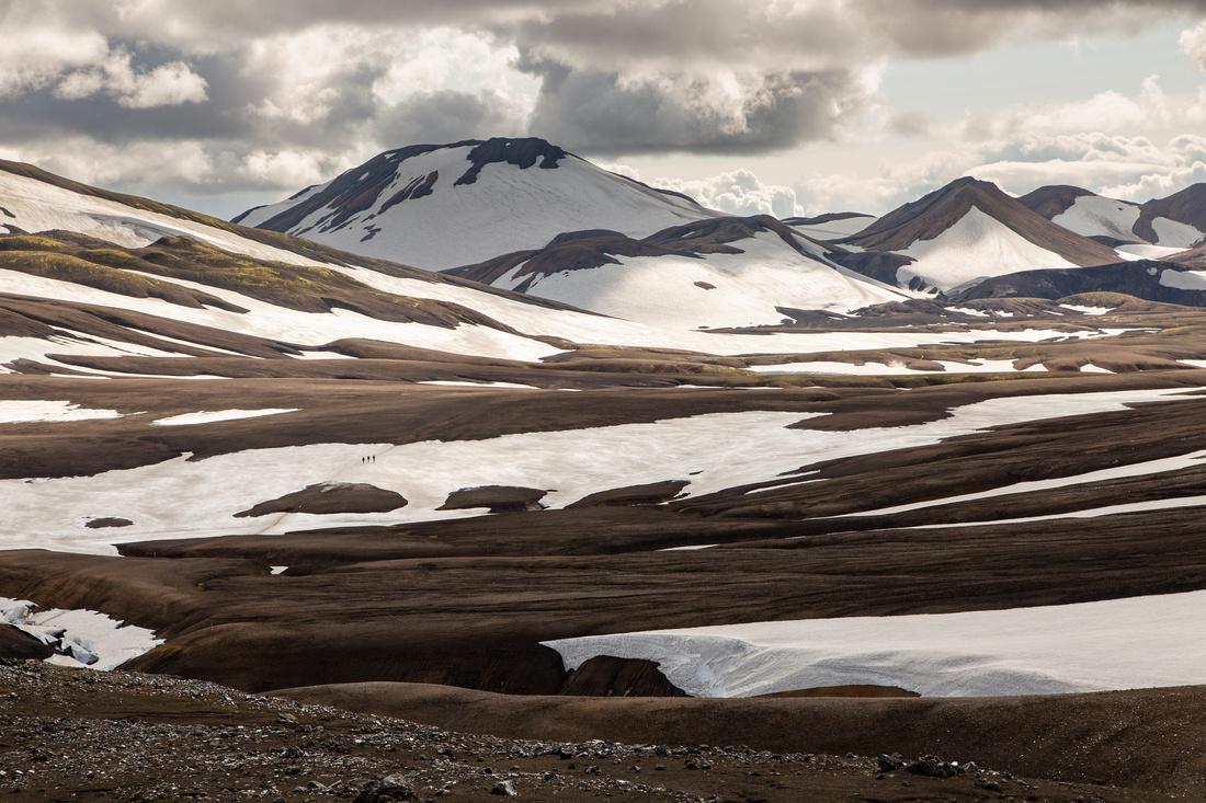 Hikers head to Álftavatn from Hrafntinnusker