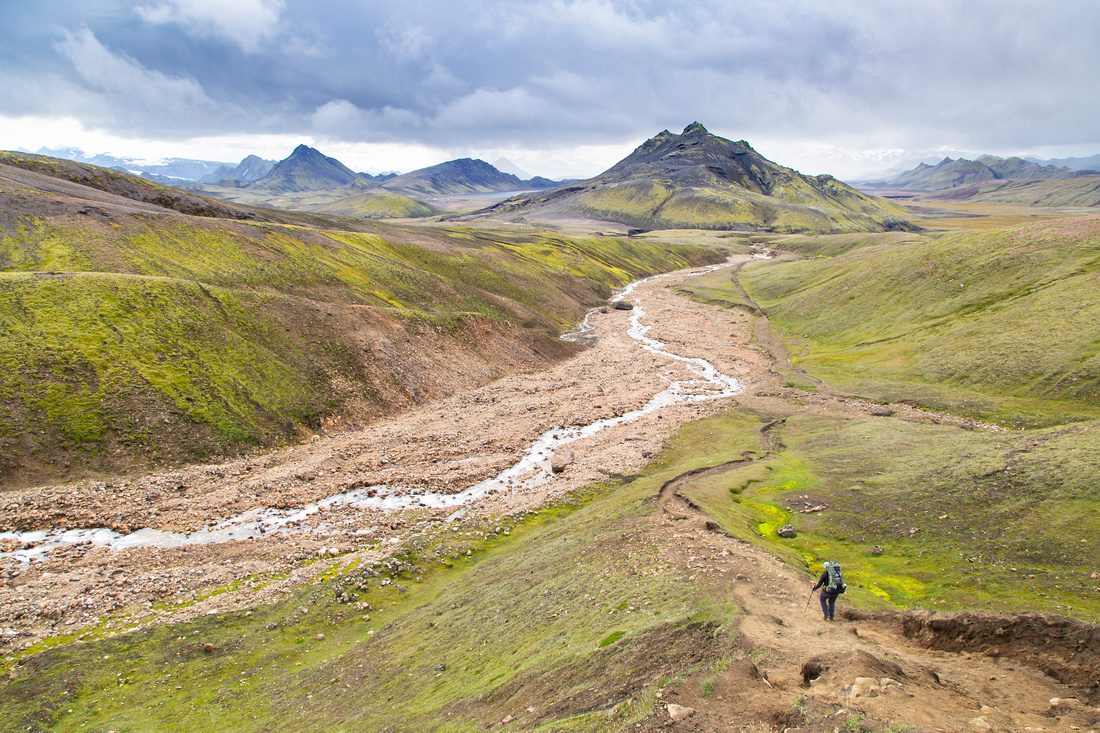 Corrie hikes the trail dropping down to Álftavatn from the pass