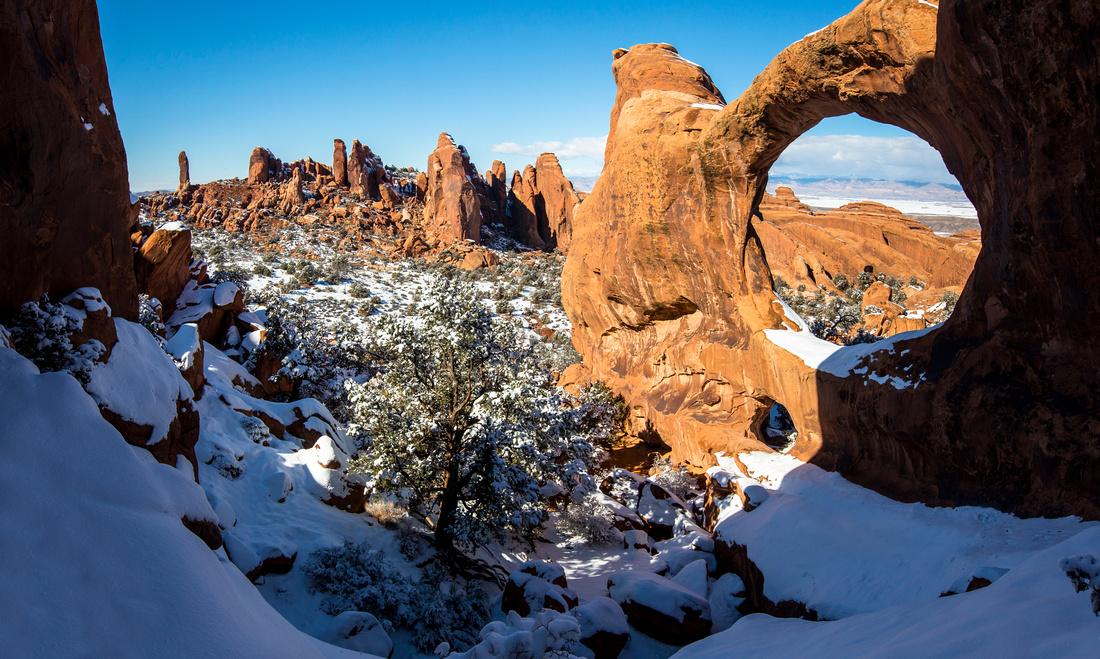 Snowy Double O Arch